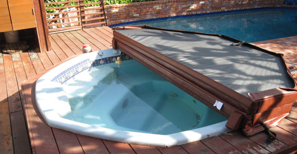 Hot tub cover features for Bathtub covers liners