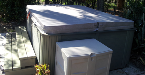 Hot Tub Cover Feature - Thick Vapor Barrier